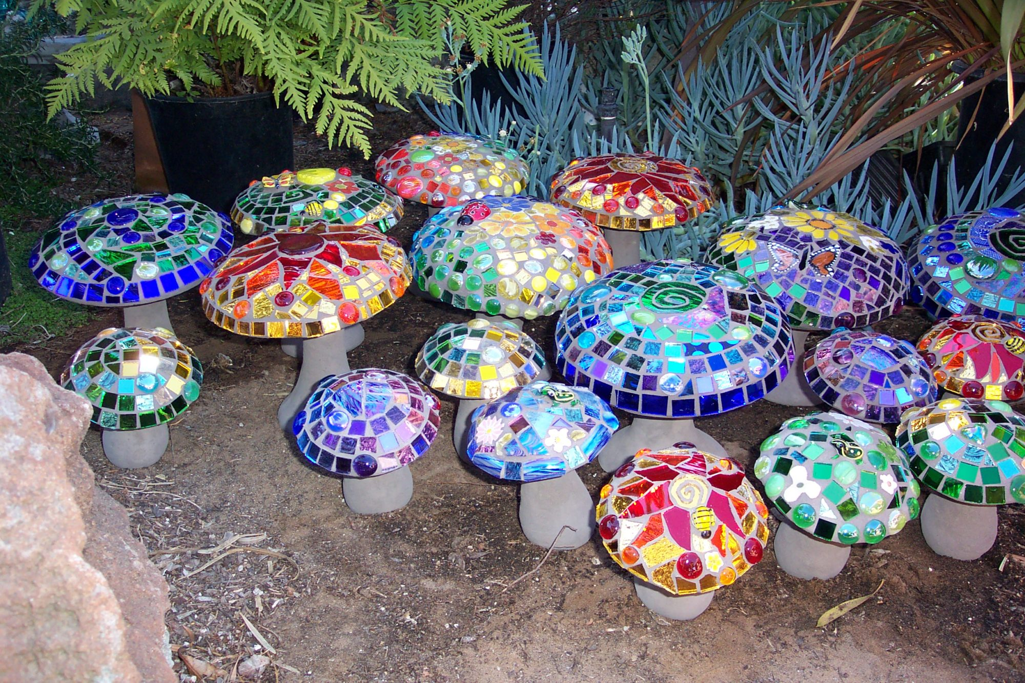 Mosaic and recycled garden ideas photograph mosaic garden for Mosaic designs garden